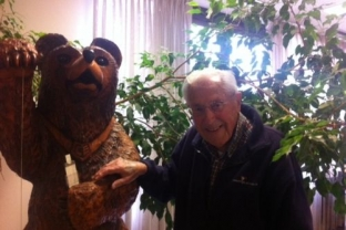 Jerome Thomas and his wood sculpture of Oski the Bear